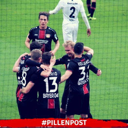 Bayer 04 freut sich über einen 6:1-Sieg gegen Eintracht Frankfurt.